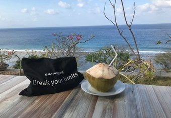 Break-your-limits-bag with a light refreshment and the sound of the sea ...